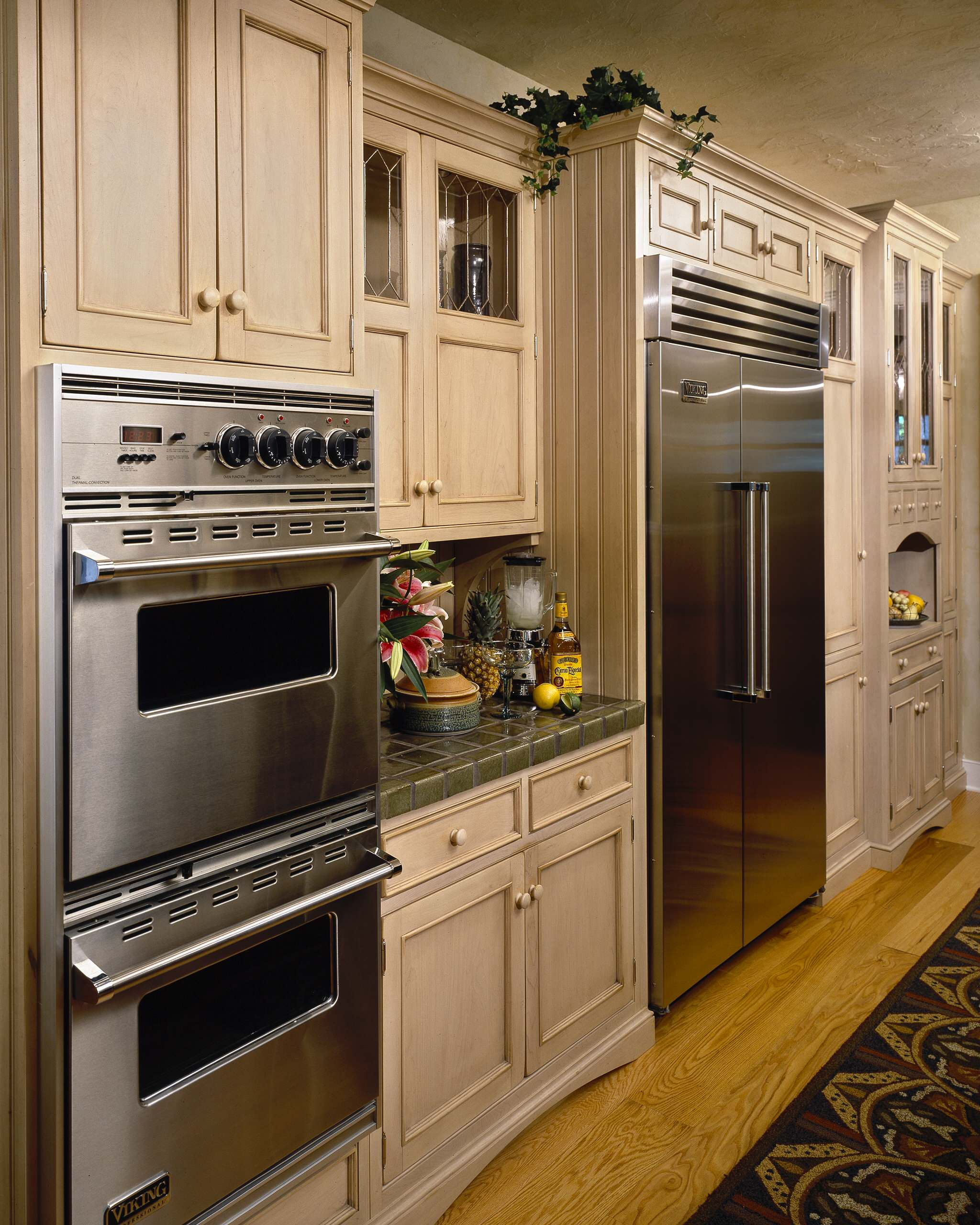 kitchen-appliances-solid-wood-cabiinets