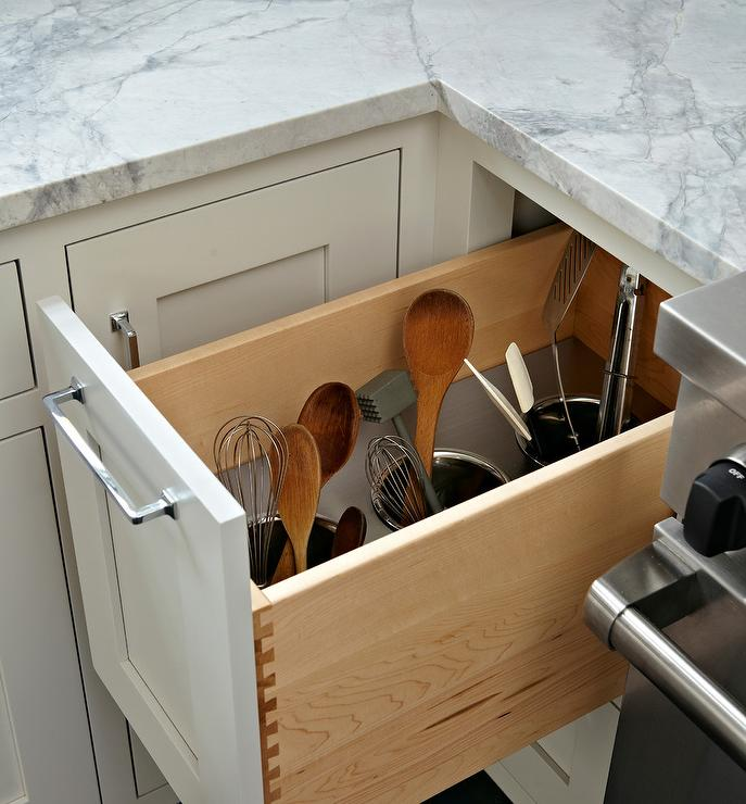 well-organized-kitchen-cabinet-utensils