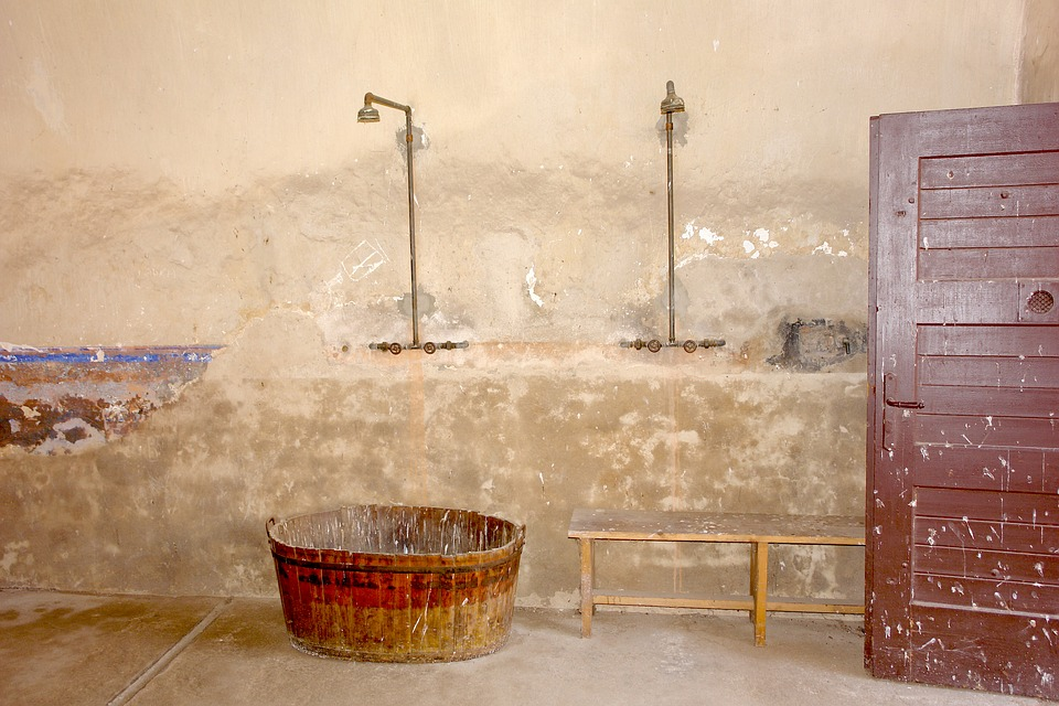old-terrible-shower-room-bathroom-rundown