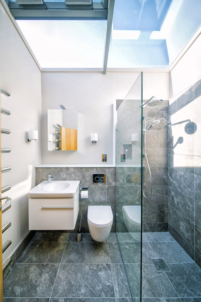 shower-with-natural-lighting-skylight