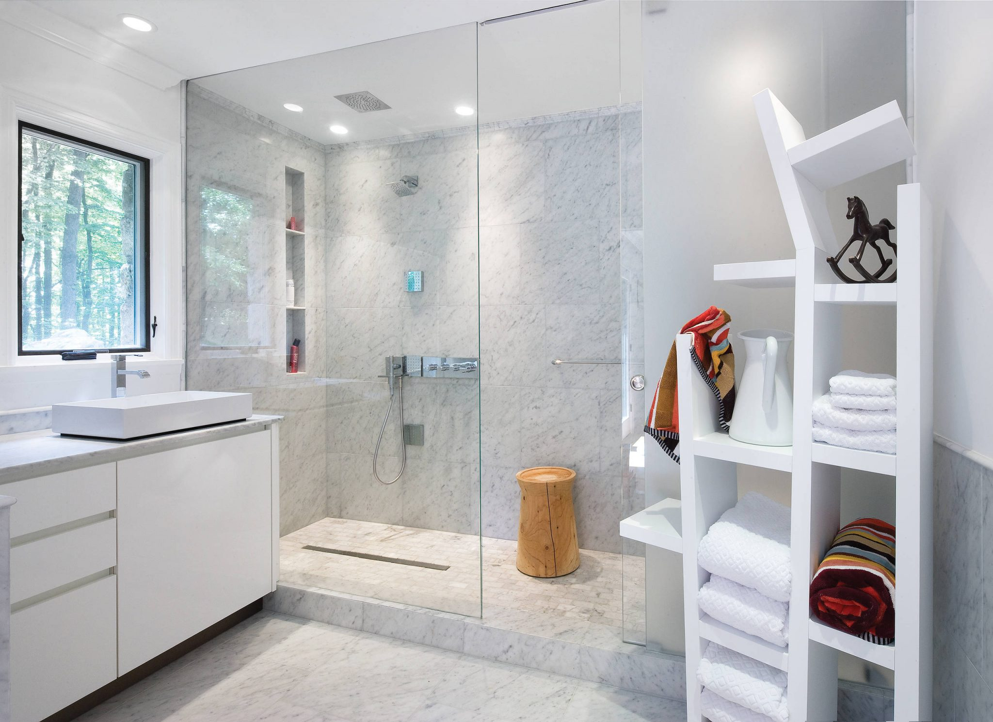 luxurious-spacious-showerroom