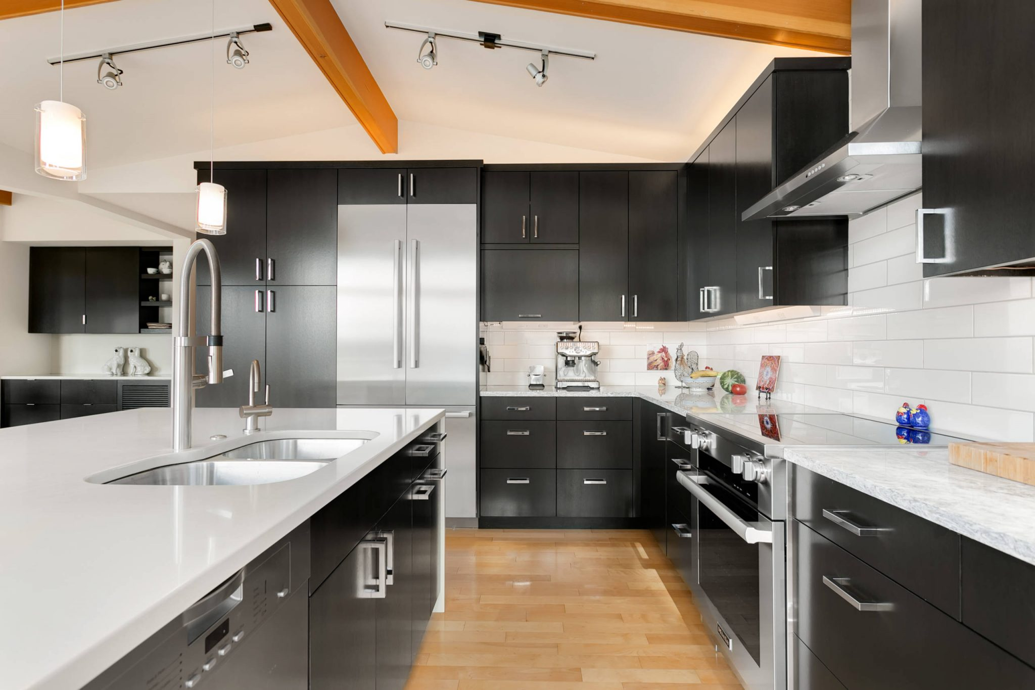 black-and-white-kitchen-cabinets-kitchen-remodel-home-rennovation-project