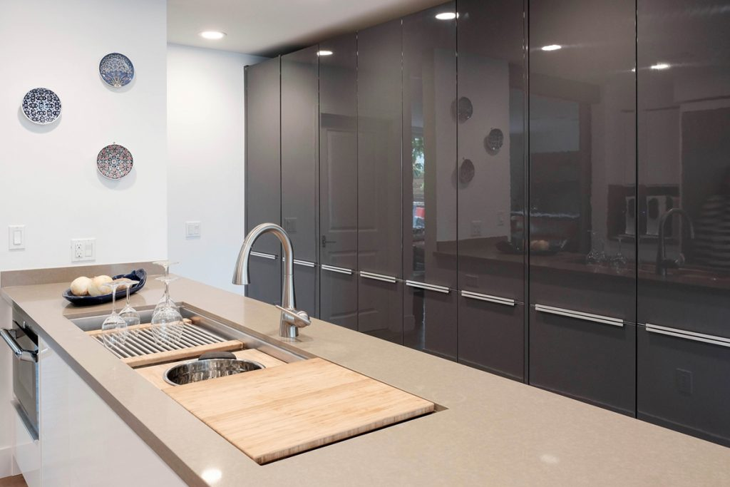 charcoal-gloss-cabinets-kitchen-sink-cover