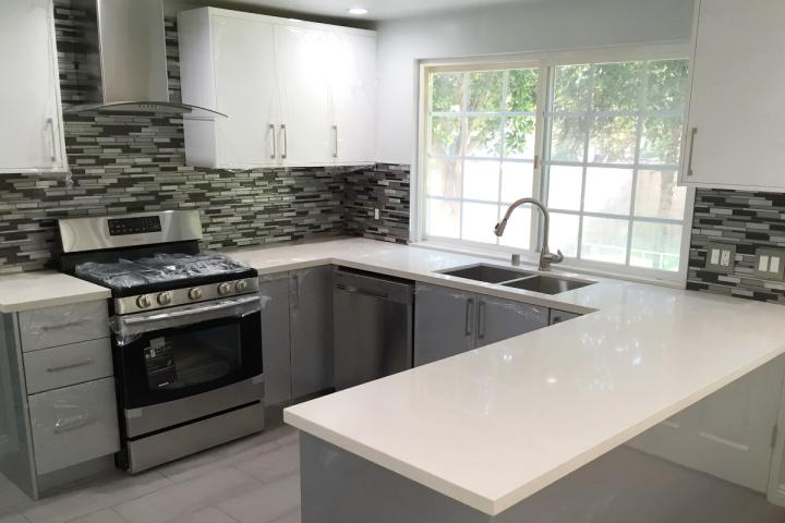 silver-gloss-kitchen-with-double-sink